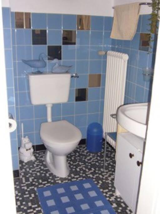 Bad mit einem Lavabo, Dusche und WC