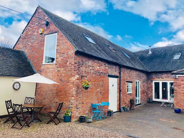Spacious 3 Bed Barn Apartment, over 2 floors