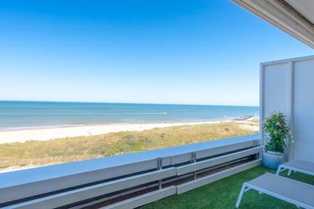 Luxe appartement met direct zee- en strandzicht