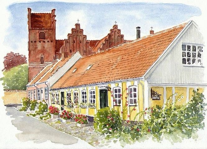 The old Custom House, at the fjord. - Præstø - House