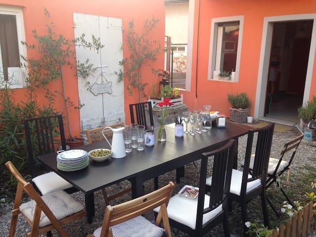 Zona tranquilla, casa con giardino - Crema - Huis
