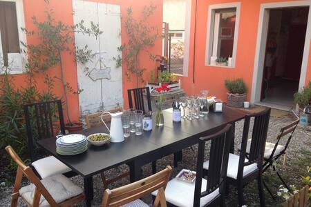 Zona tranquilla, casa con giardino - Crema