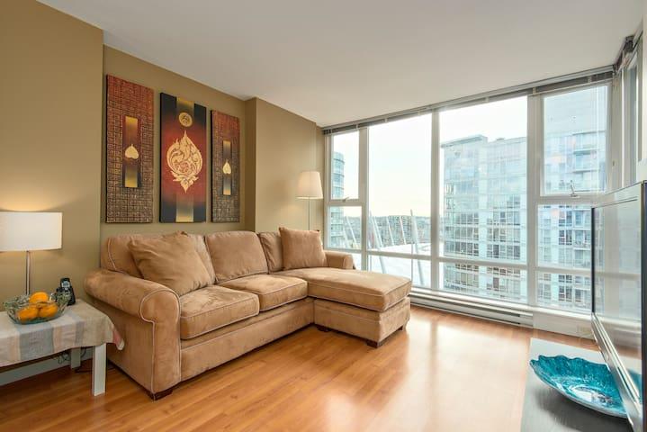 Cozy and Convenient Downtown Apartment - Vancouver