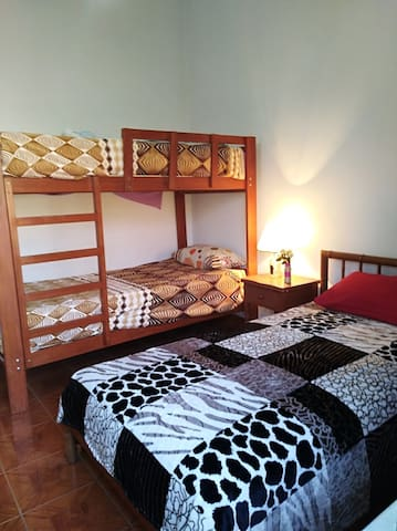Dormitorio  2,  Primer Piso