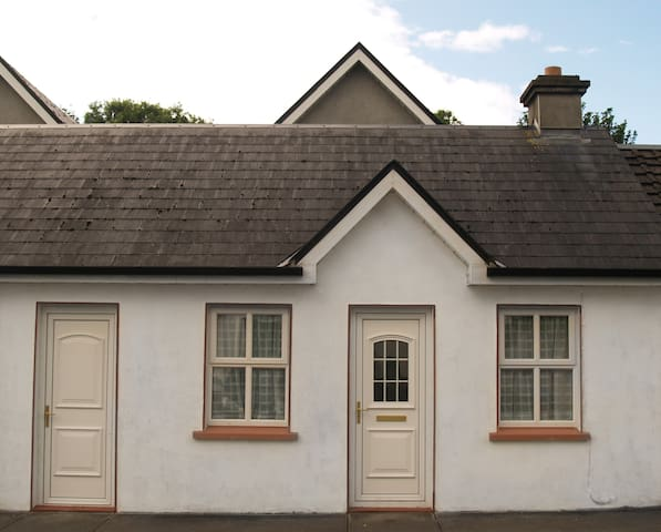 Terraced Cottage with garden - Headford - Cabin
