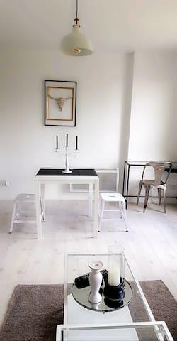 Espace repas et bureau