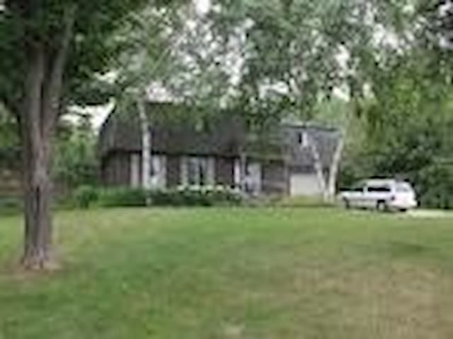 Large Home with gardens and pool - Meaford