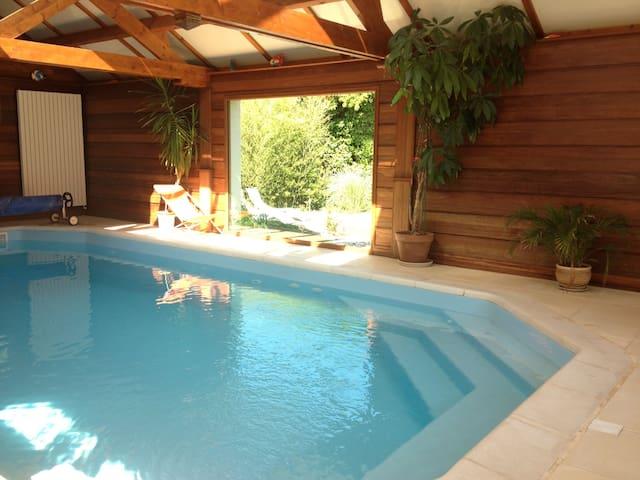 maison avec piscine couverte - Vire - Haus