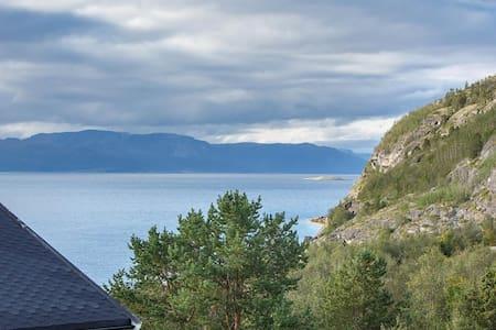 Nyoppusset 3-roms leilighet med vakker fjordutsikt