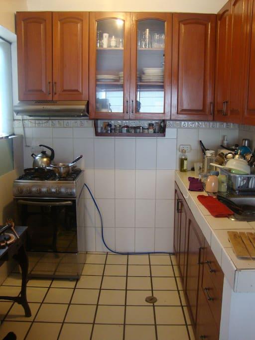 La cocina está disponible para ser usada.