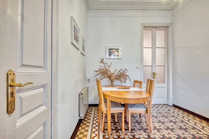 Central, bright and nice doble room in Eixample
