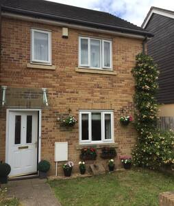 Nice clean double room to rent - Newton Abbot - Rumah