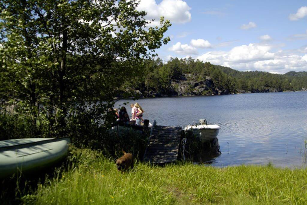 Fin oppholdsplass ved vannet.