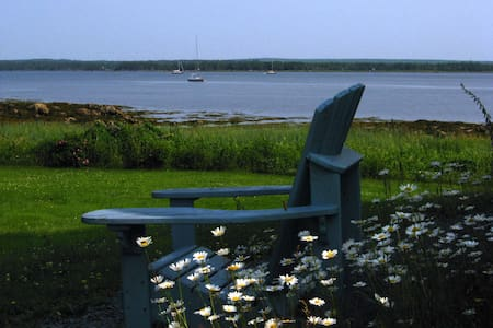 Charming oceanfront B & B - Port Medway - Bed & Breakfast