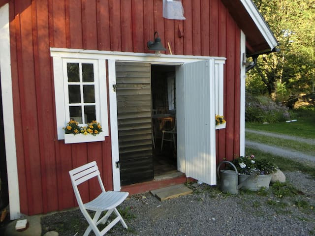 Ringsholm - cosy cottage just 6 km to Lake Åsnen - JÄT - Chatka