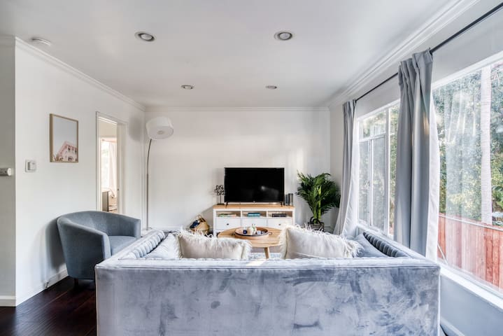 Chic 2BR in West Hollywood near Sunset Blvd