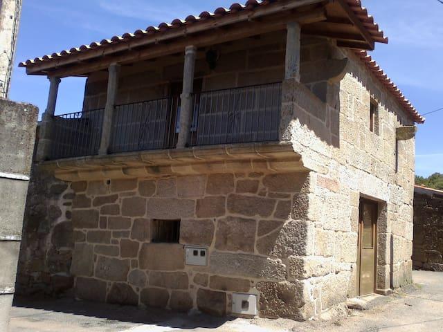 Casa Trandeiras - Trandeiras - Talo