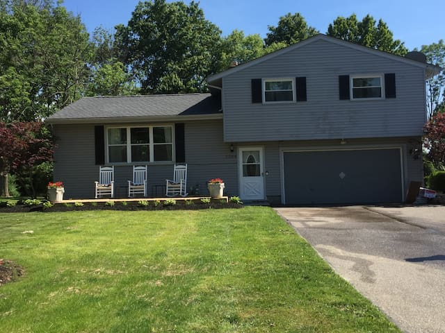 Just like home! 3 Bdrm house  25 min from RNC - Twinsburg