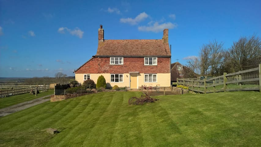 Farm cottage with fabulous views - Stone in Oxney - Casa