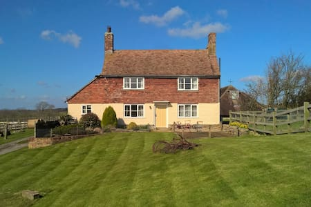 Farm cottage with fabulous views - Stone in Oxney - House