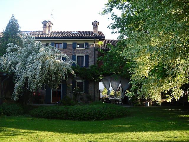 Un'oasi di pace in aperta campagna - Monticelli pavese - House