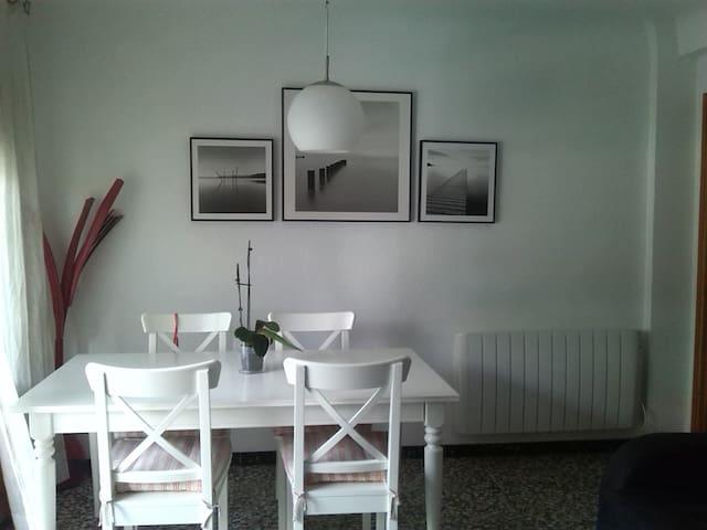Este es el salón / comedor. Hay un pequeño balcón al lado