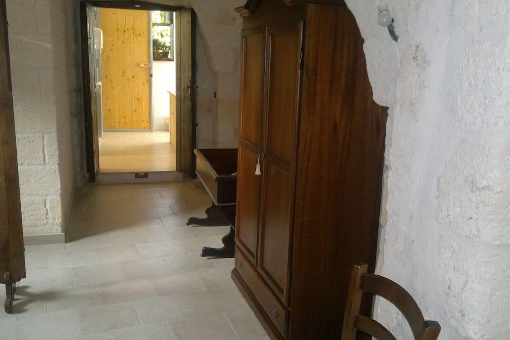 armadio, culla e accesso a due dei tre bagni uno per disabili