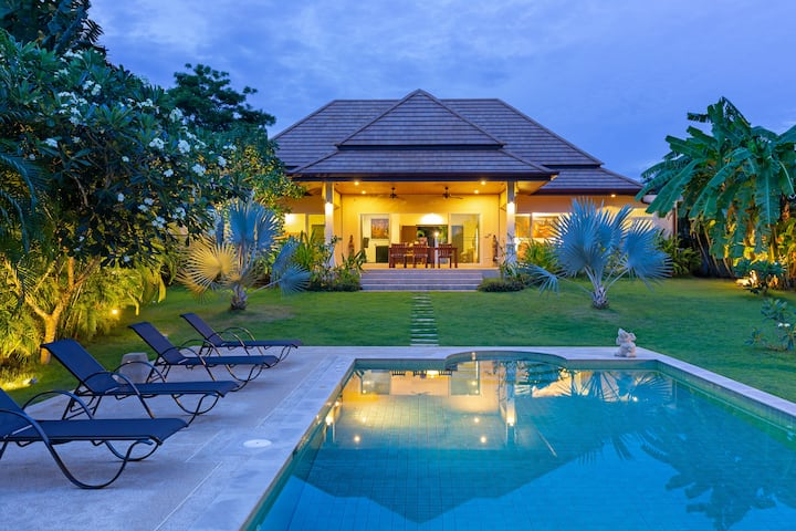 Great holiday Villa⚡Superb tropical garden & pool