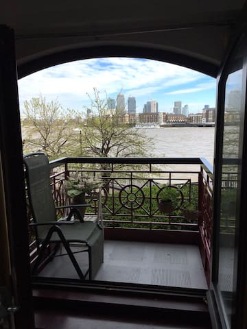 Two double bedroom flat with riverfront views - London - Lägenhet