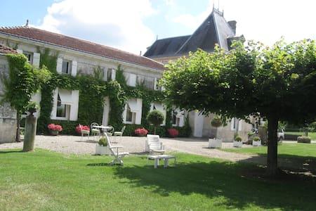 Logis de la grande Motte - Saint-Dizant-du-Gua - Σπίτι