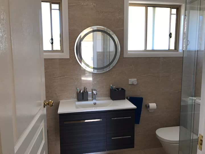 Large and Modern Single Room for Rent