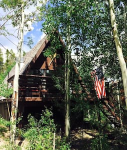 The Grand Escape- Affordable Cabin, Great Location