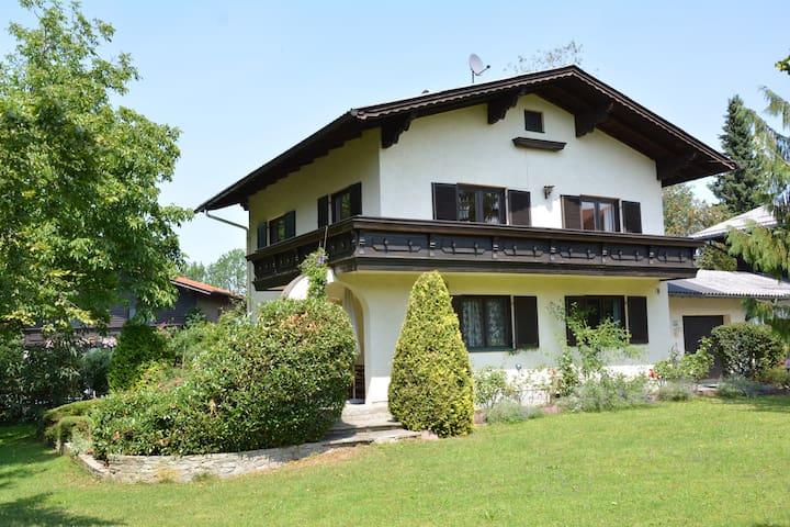 haus mit garten bei salzburg casas para alugar em eugendorf salzburgo ustria. Black Bedroom Furniture Sets. Home Design Ideas