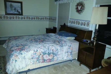 Comfortable room with private bath - Lewistown