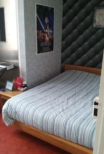 Chambre avec lit double sur Reims.