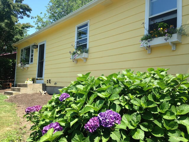 Narragansett 3br Cozy Cottage