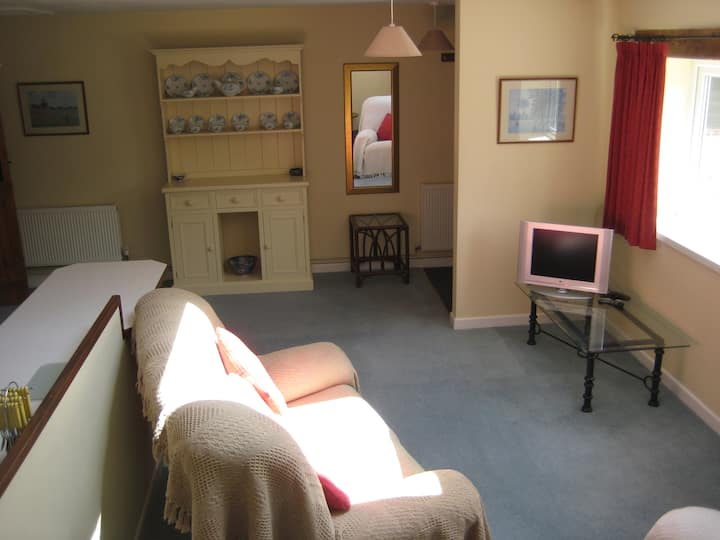 Self contained flat in rural Wilts
