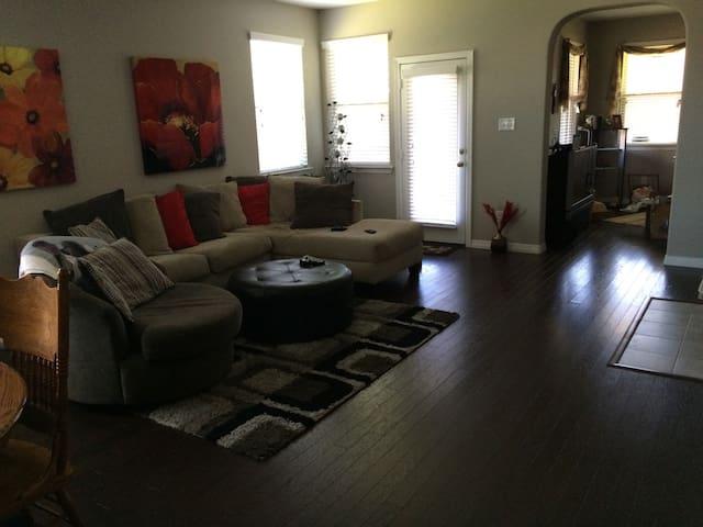 Centrally Located Family home - Arlington - House
