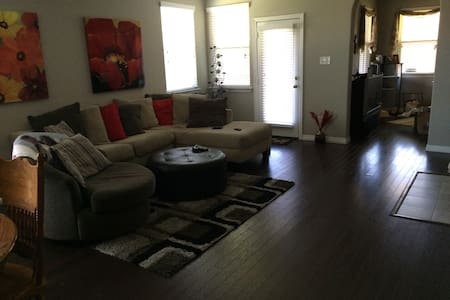 Centrally Located Family home - Hus