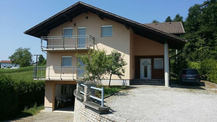 Großzügiges Ferienhaus mit Garage - Gornja Koprivna