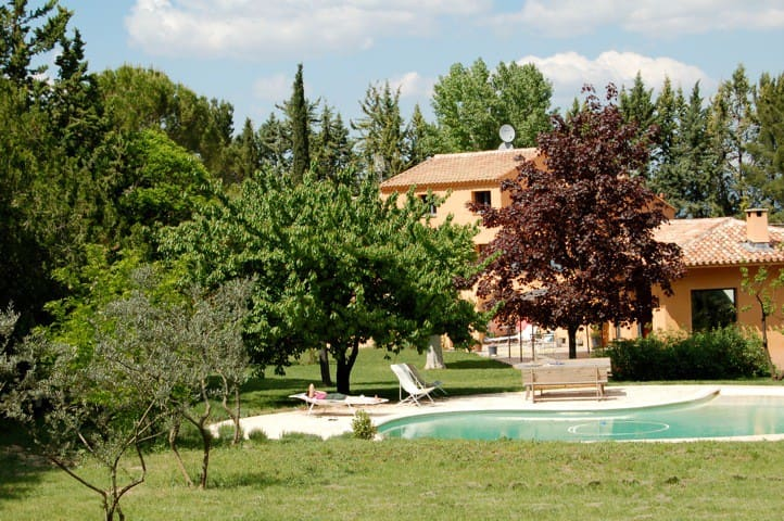 Nice calm studio with many trees and pool near Aix - Venelles - Wohnung