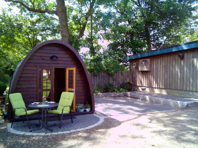 Urige Holzhütte auf Bio-Hof
