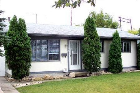 2 bedroom bungalow in Transcona, close to CN rail