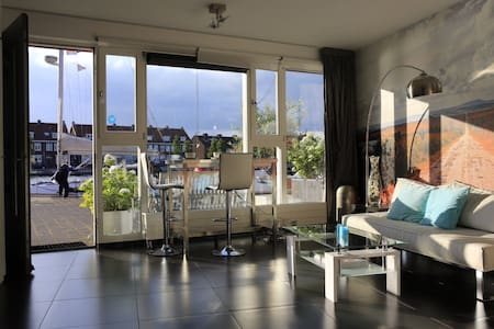 Stylish studio with a striking view - Haarlem - Daire