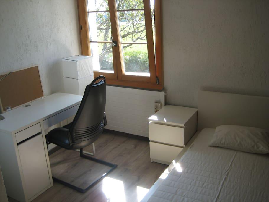 Room 1 (single bed).