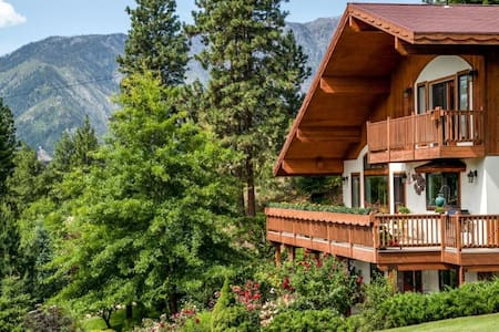 Fox Den B&B: Fox Grotto Suite - Leavenworth - Bed & Breakfast