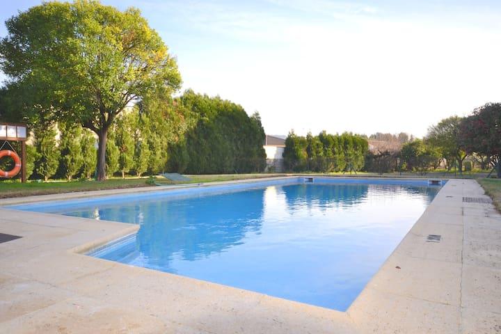 Moradia T2 com piscina partilhada