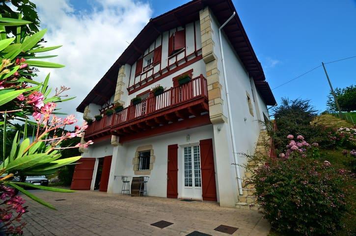 Appartement dans une maison basque - Urrugne - Haus