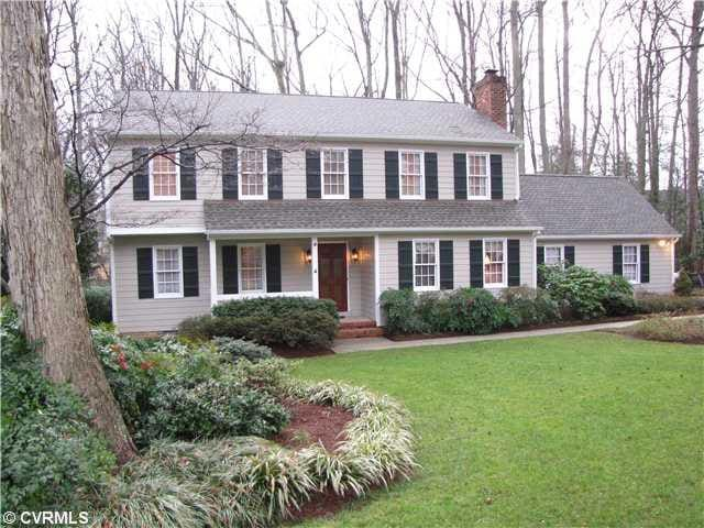 Colonial house on wooded lot - Richmond