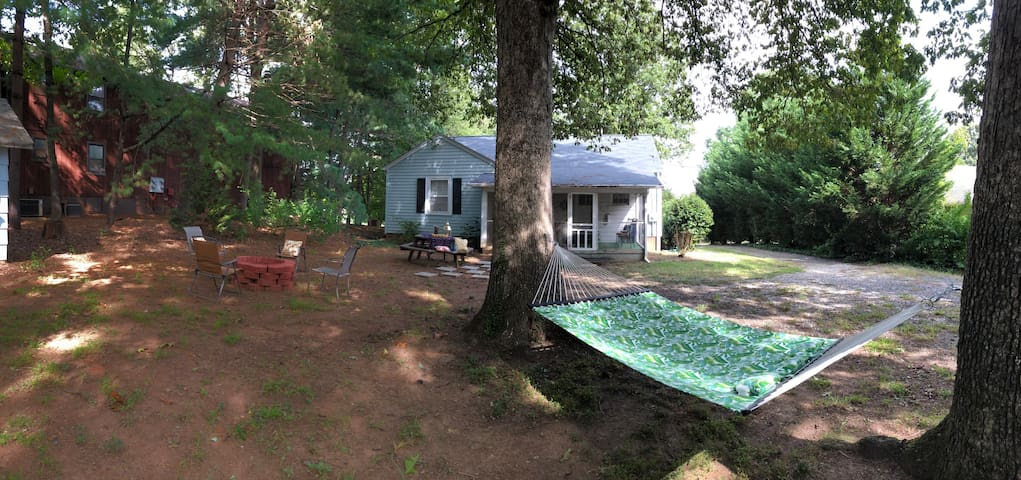 Classic 2BR Cottage Retreat in Town, near WFU